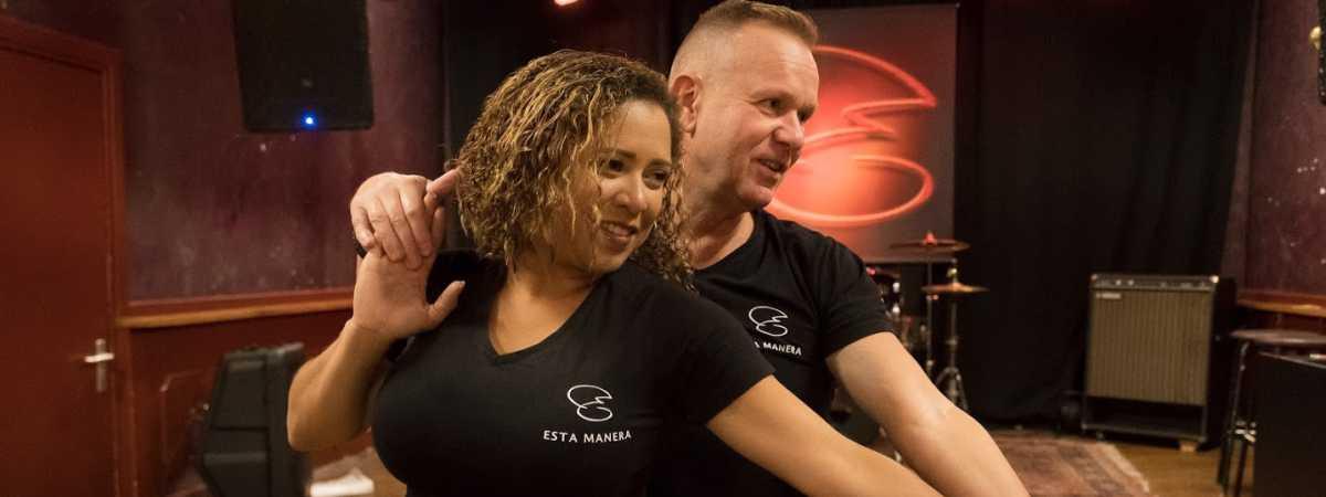 Lane en Frank bij Salsa dansschool Esta Manera in Apeldoorn, Artcafé SamSam