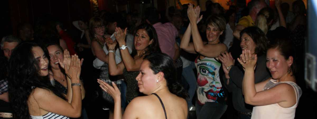 Salsa dansen in Artcafé SamSam in Apeldoorn en in De Horst in Deventer met Salsa dansschool Esta Manera