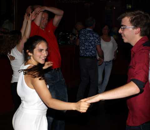 Salsa, Merengue, Bachata en Kizomba bij dansschool Esta Manera in Apeldoorn en Deventer